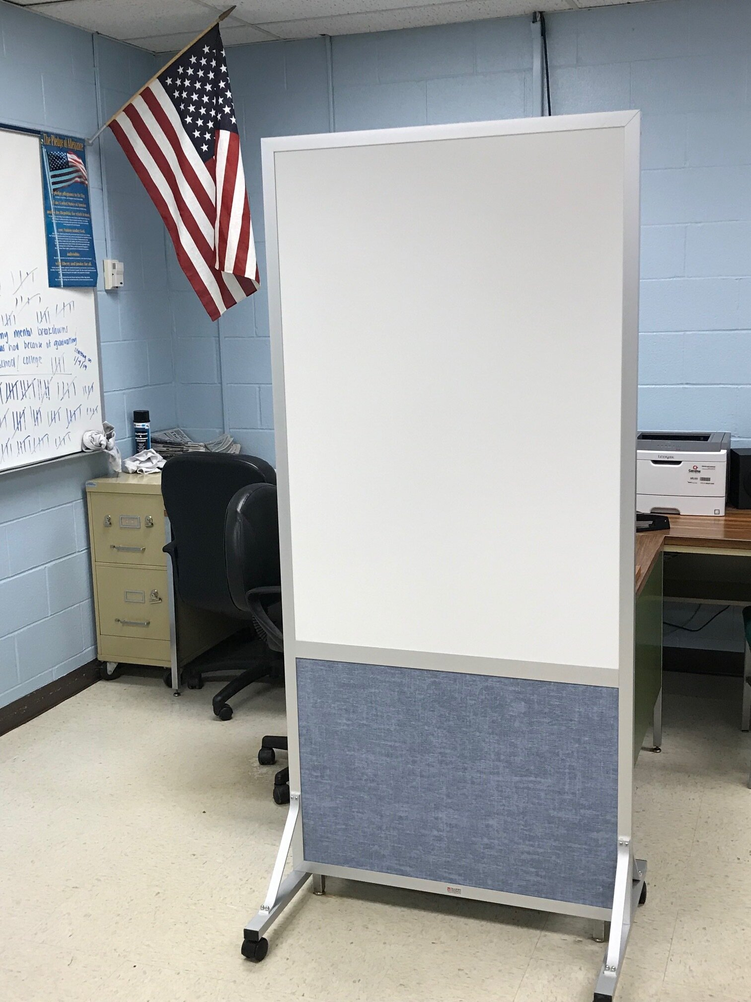 mobile markerboards   mobile boards featuring bottom tackboard or acoustic surface.