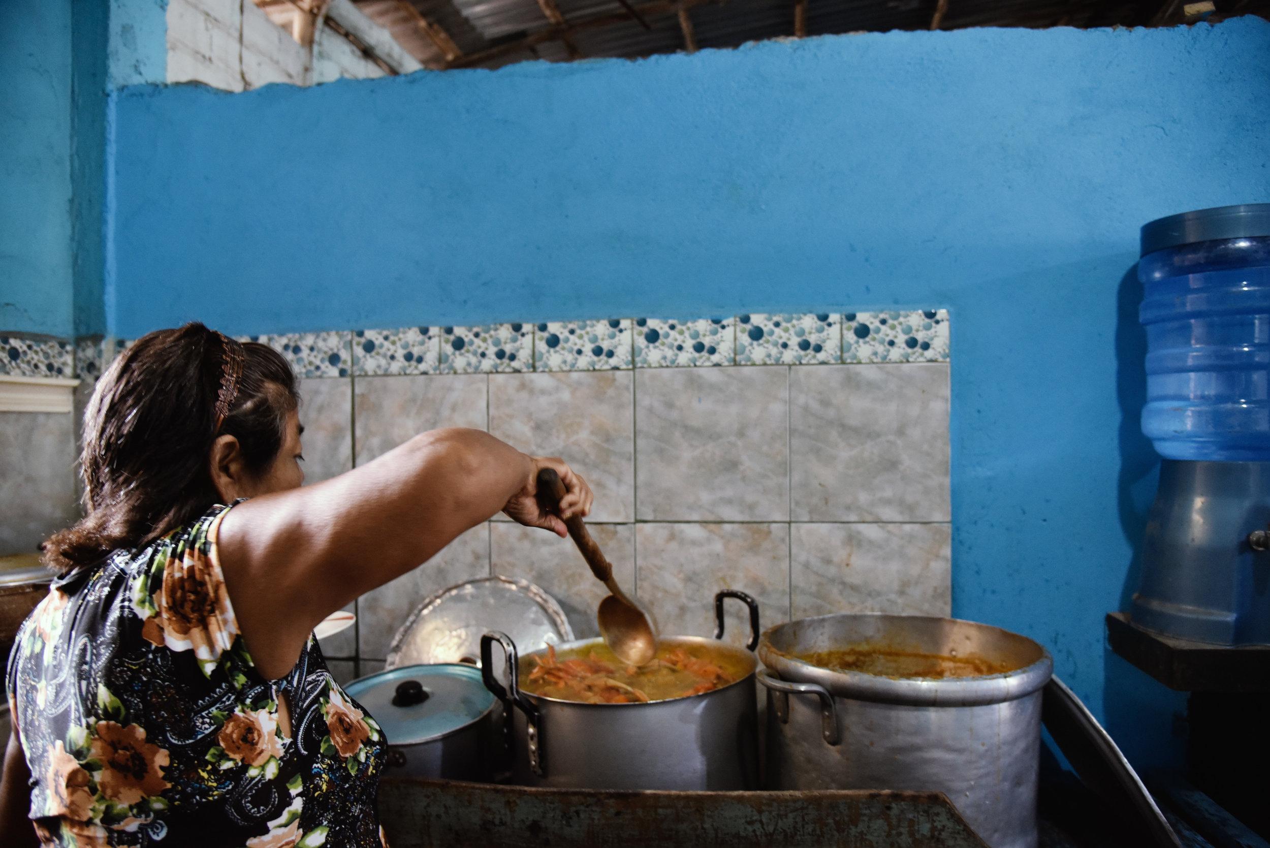 Adela en la Cocina//Adela in the Kitchen