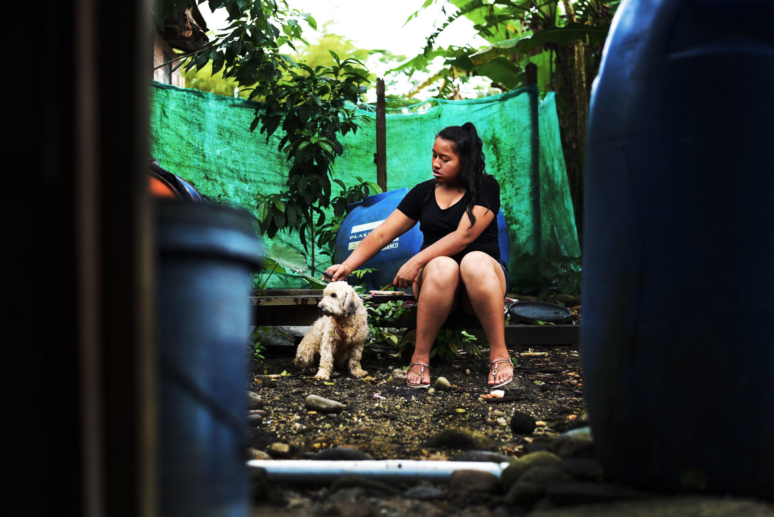 Jocelyn Cortando el Pelo de su Perro//Jocelyn Cutting her Dog's Hair