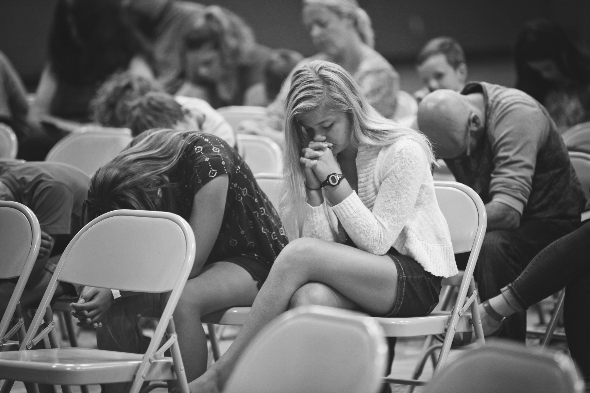 fellowship-bible-church-palmyra-wisconsin-praying