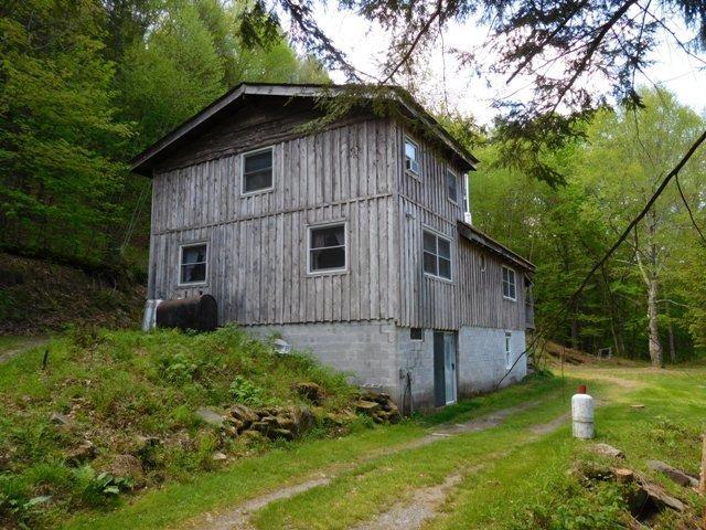 140,000 - 3 Bedrooms, 2 Baths6.48 AcresPlus Extras Including 1-Bdrm, 1-Bth Cottage & Large Garage