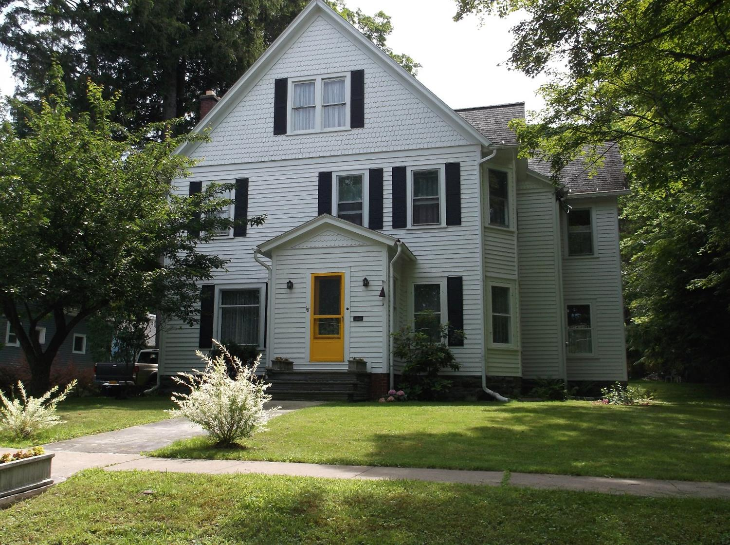 149,900 - 4 Bedrooms, 1.5 Baths.25 AcreBeautifully Updated and Maintained