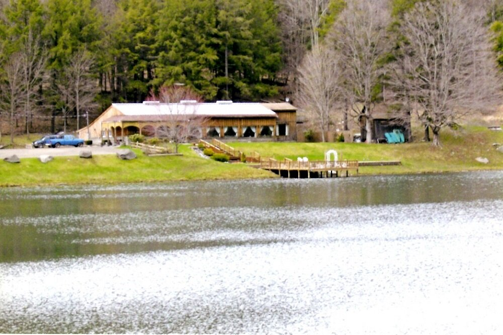 849,000 - 7-Acre Lake, 36 AcresRestaurant, Professional Retreat or Wedding Venue