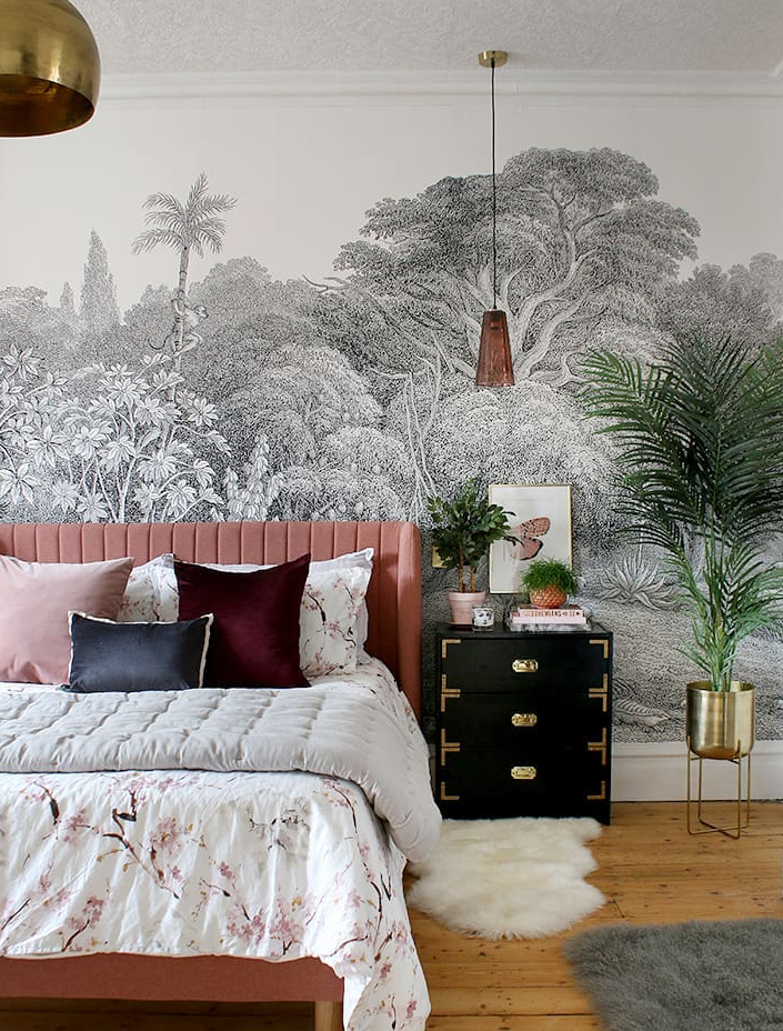 This beautiful Master Bedroom belongs to my friend Kimberly Duran she designed it with paper by Rebel Walls. (image  @swoonworthyblog  )