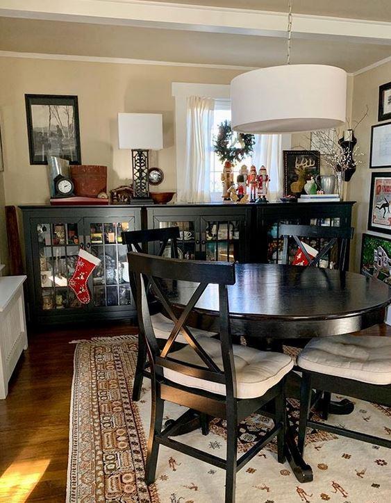 diningroom rug.JPG