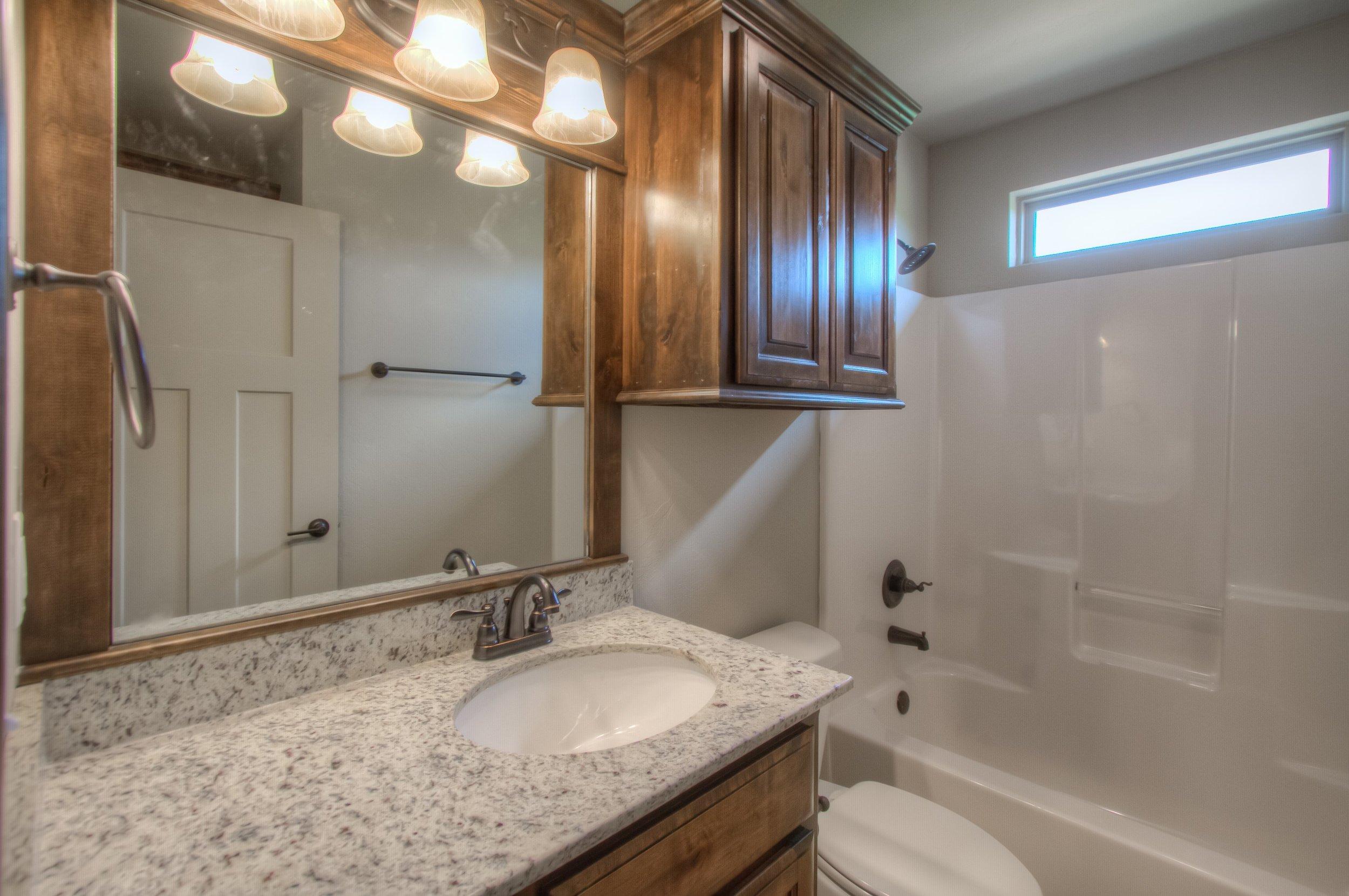 031_Hallway Full Bath.jpg