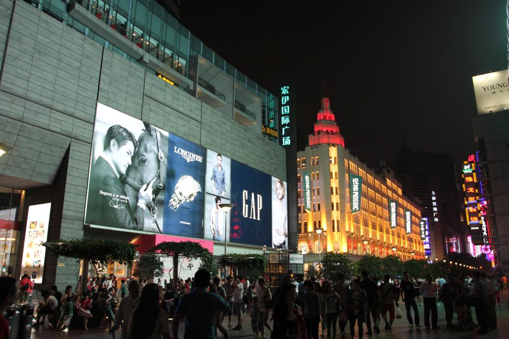 男に声をかけられて、しばらくルンルン気分で歩いてしまった南京東路。