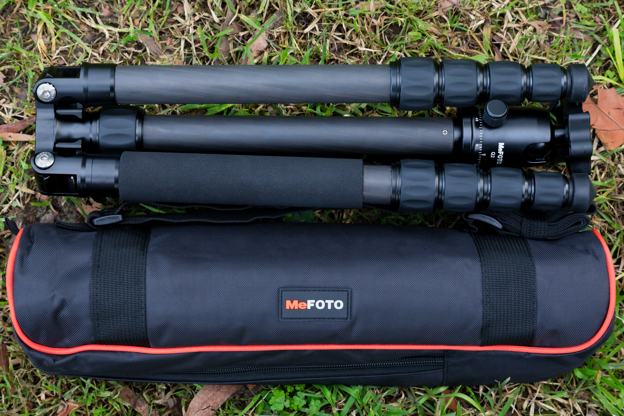 MeFOTO Globetrotter Tripod with carry bag and shoulder strap
