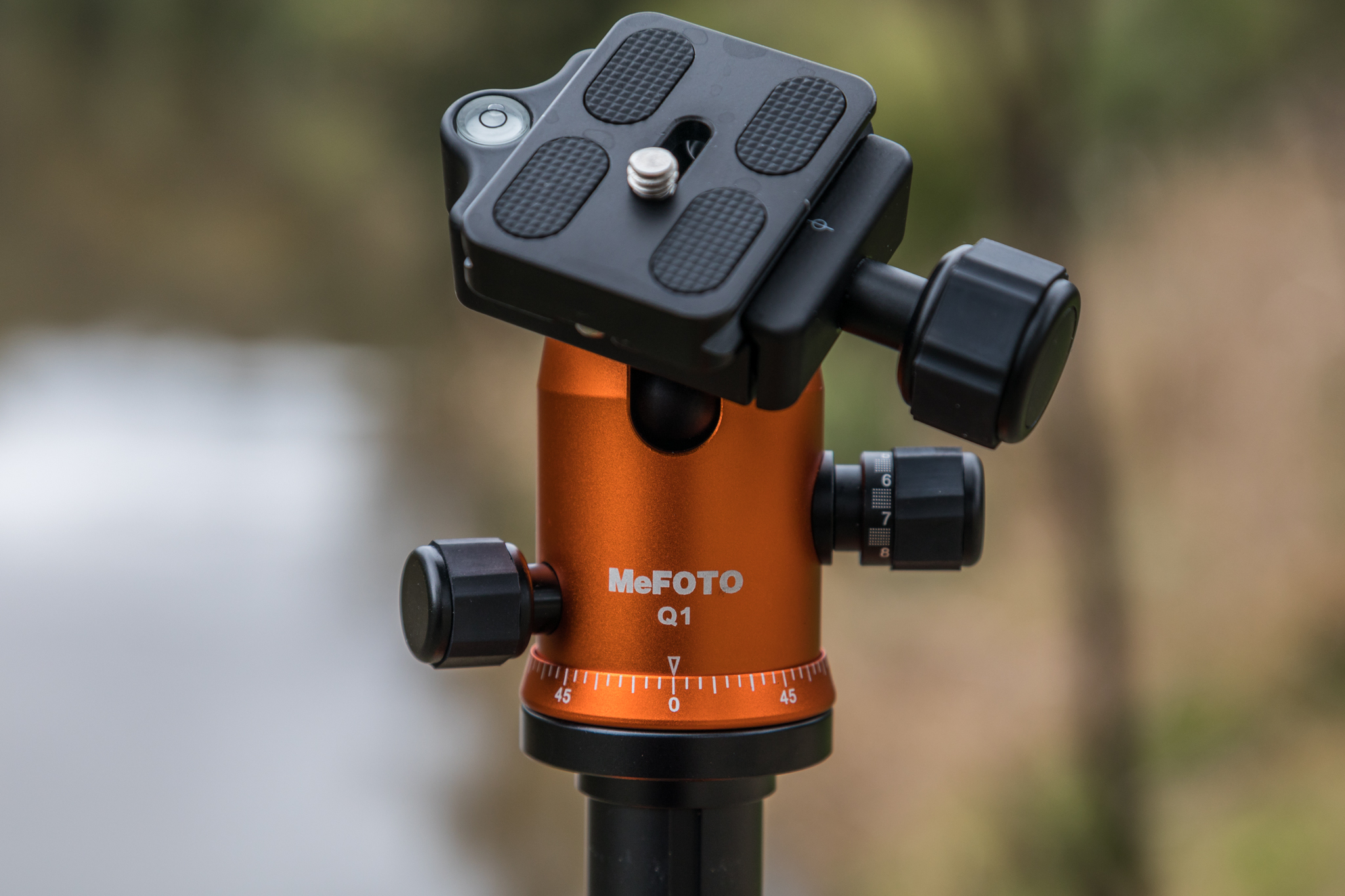 Q1 Double-action ball head, mounting platform and quick release plate.