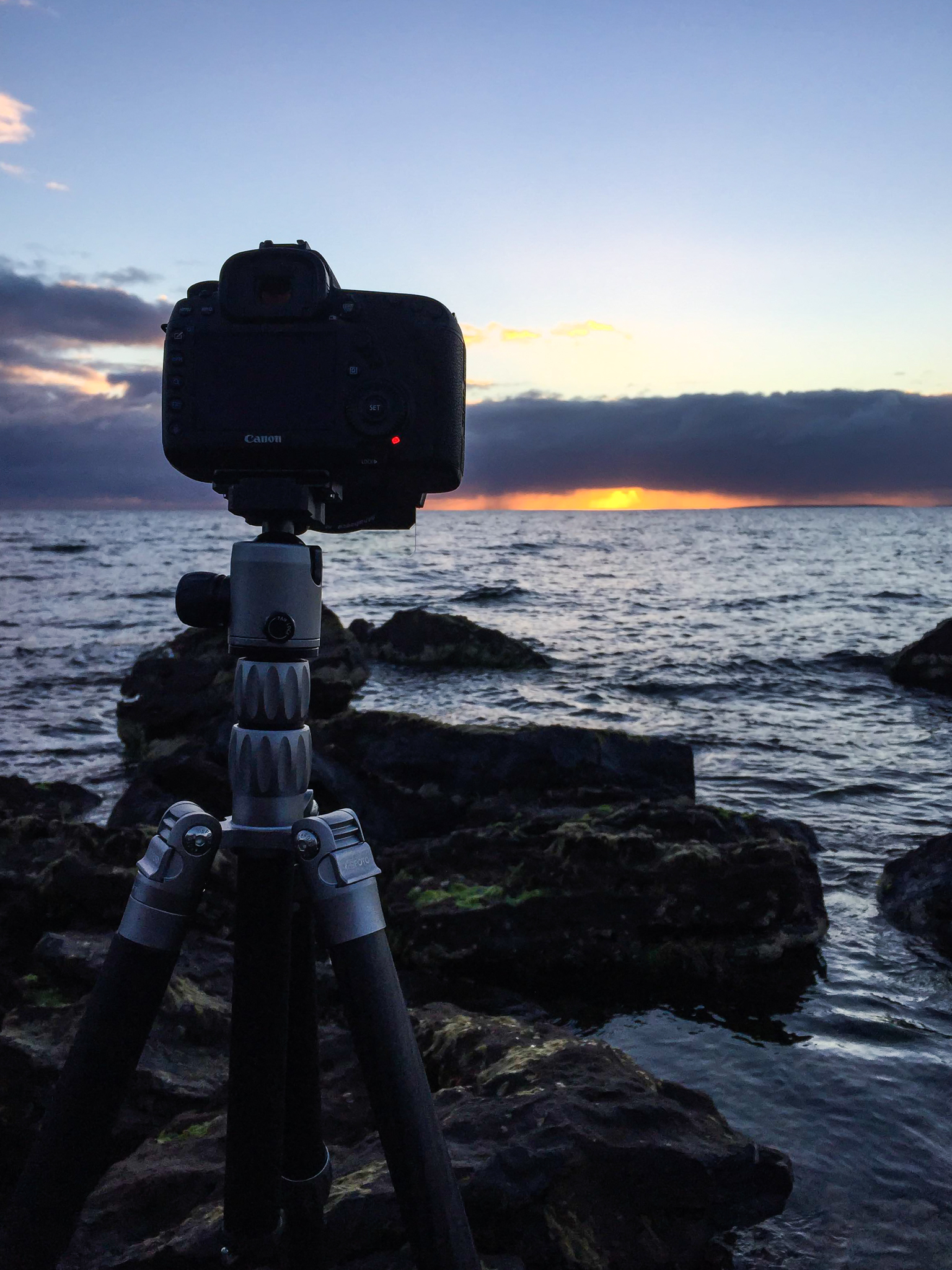 Mornington sunset that didn't give much but tested the stability of the Globetrotter S CF on the rocky shoreline.