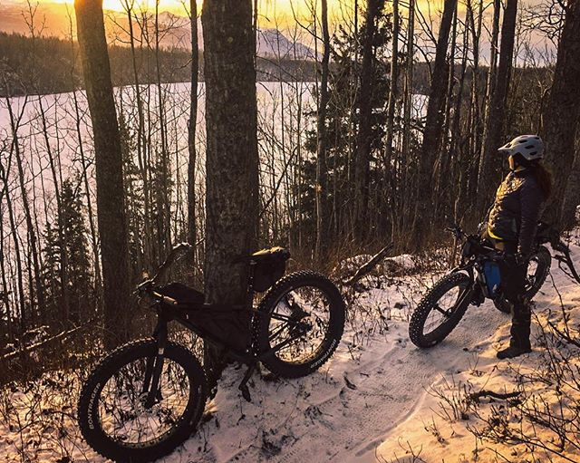 There is always time on the trail to watch the winter sunset. 🌅