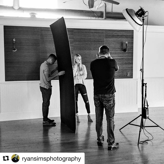 #Repost @ryansimsphotography ・・・ Senior photoshoot with the lovely @kaylan.mcdowell at @vinestudiosboro today! #seniorphotography #seniorpictures #portrait #murfreesboro #NashvillePhotographer #NashvillePhotography