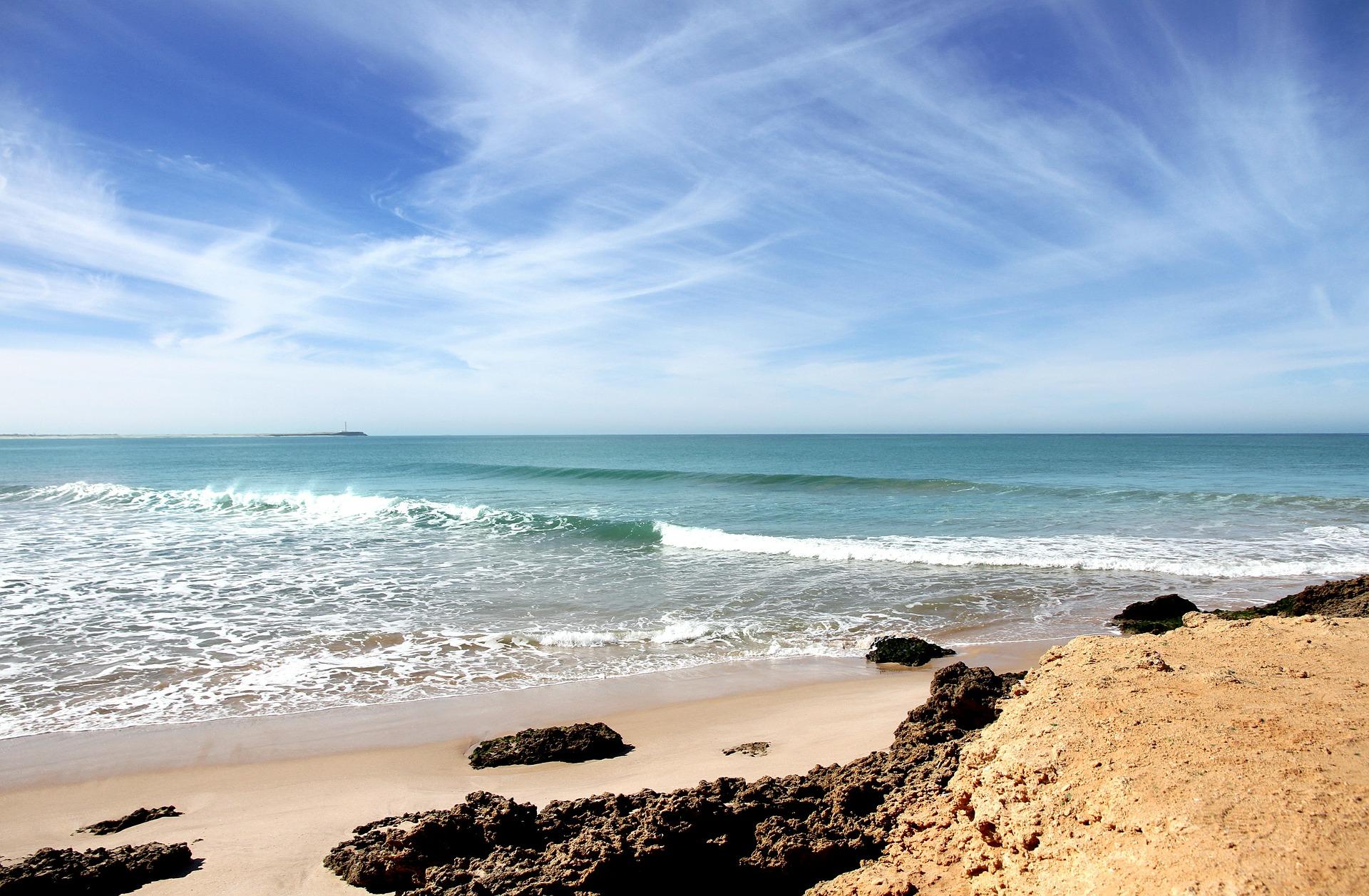 beach-352993_1920.jpg