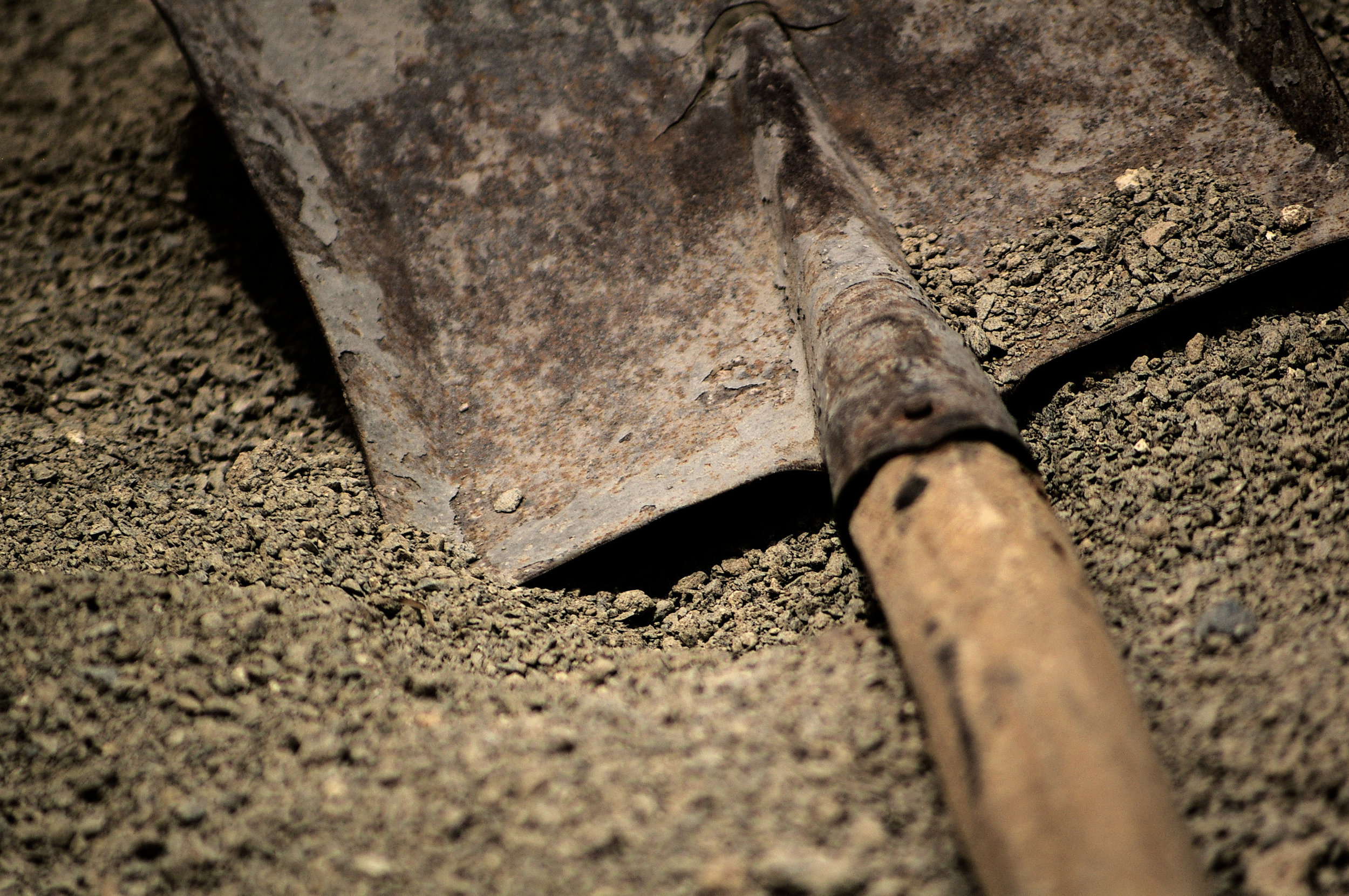 shovelling_dirt_553367.jpg