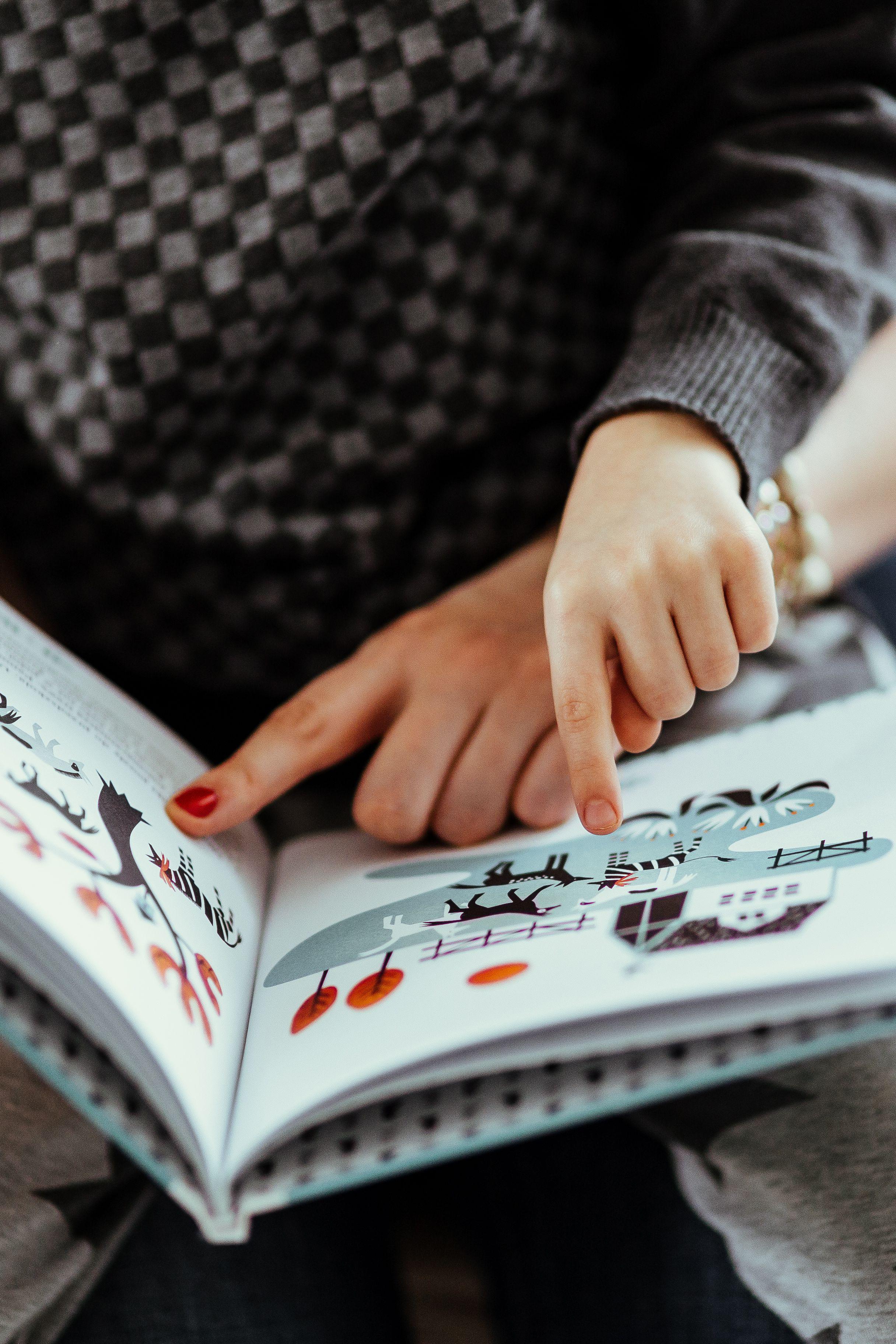 kaboompics_Child reading a book.jpg