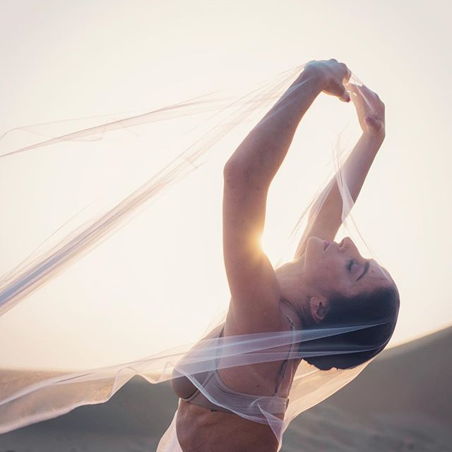 To see the world in a grain of sand, and to see heaven in a wild flower, hold infinity in the palm of your hands, and eternity in an hour - William Blake #dancer #ballet #beauty #dancephotography #poetrydaily  _____________________ @marioncrampe 🙌🏻
