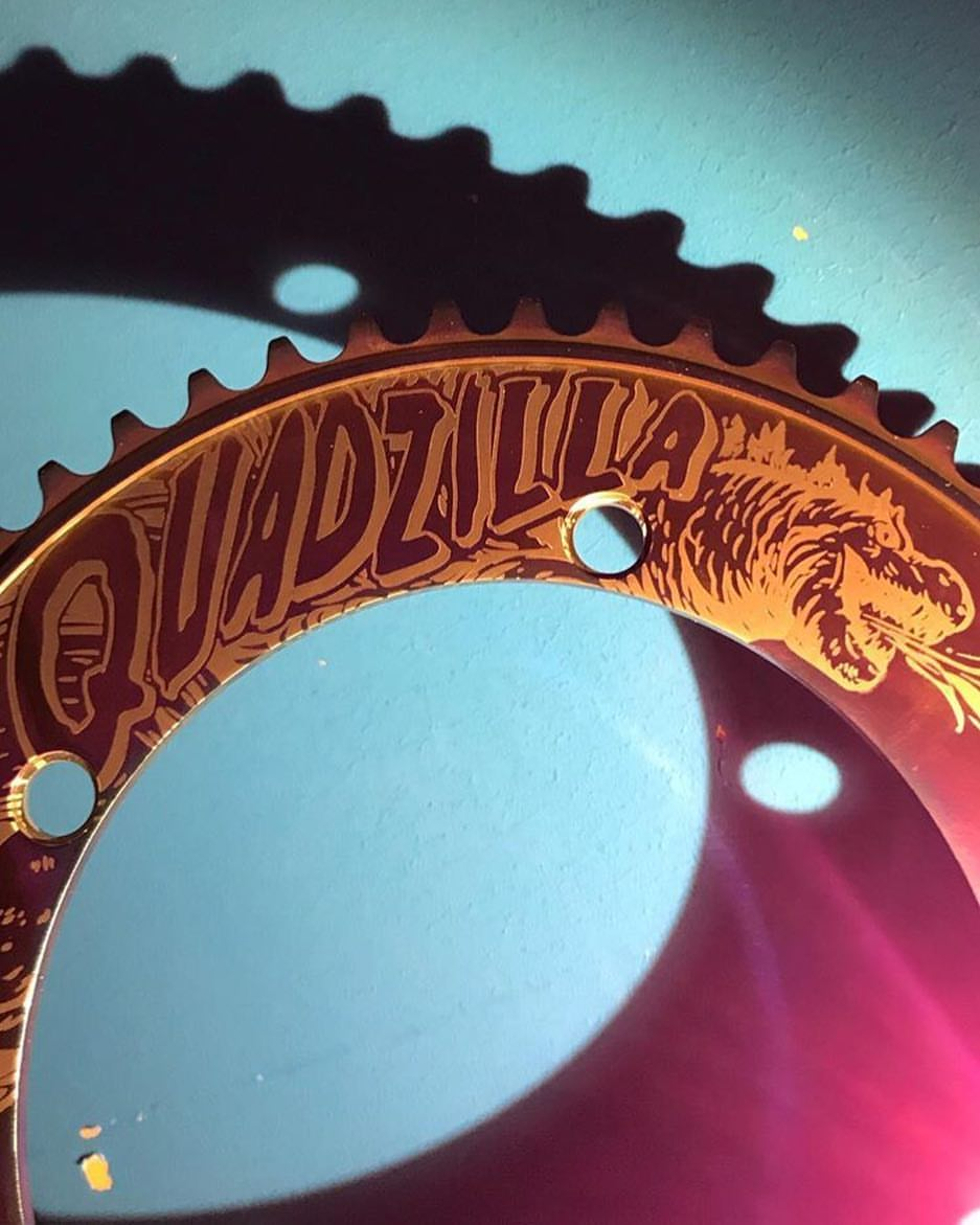 @i.v.a.n__c.h.e.u.n.g_2.2.4 took this spectacular shot of his Quadzilla @robertfoerstemann Special Edition Stealth Oil Slick chainring. The colours in different lighting always continue to surprise me.  #bespokechainrings #quadzilla #robertforstemann #rob