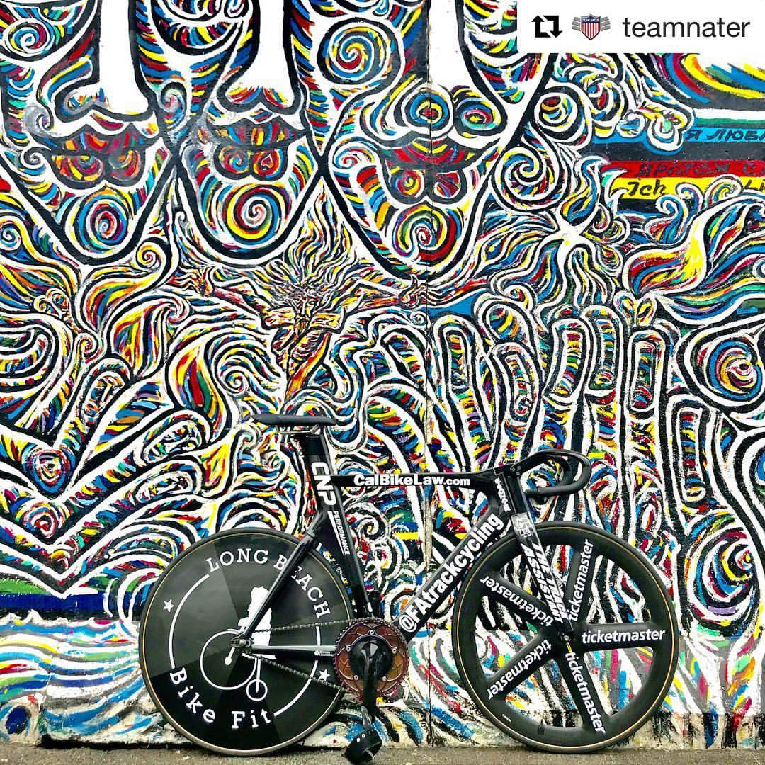 Ahh Berlin!  #Repost @teamnater ・・・ 💥💥💥URBAN CAMO💥💥💥 The Berlin Wall has some amazing sections! #teamnater #natekoch #naterhere #theshowman #mrsixday #fixieporn #bikeporn #fixie #fixedgear #track