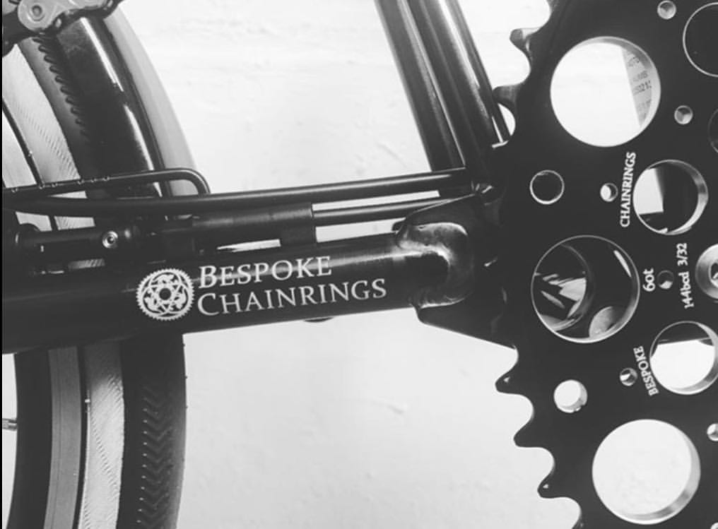 @sdrmn_13 showing appreciation for the De Luna on his Brompton with another beautiful photograph 🙌👌 #bespokechainrings #60t #deluna #chainring #brompton #bromptonbicycle #bromptonlovers