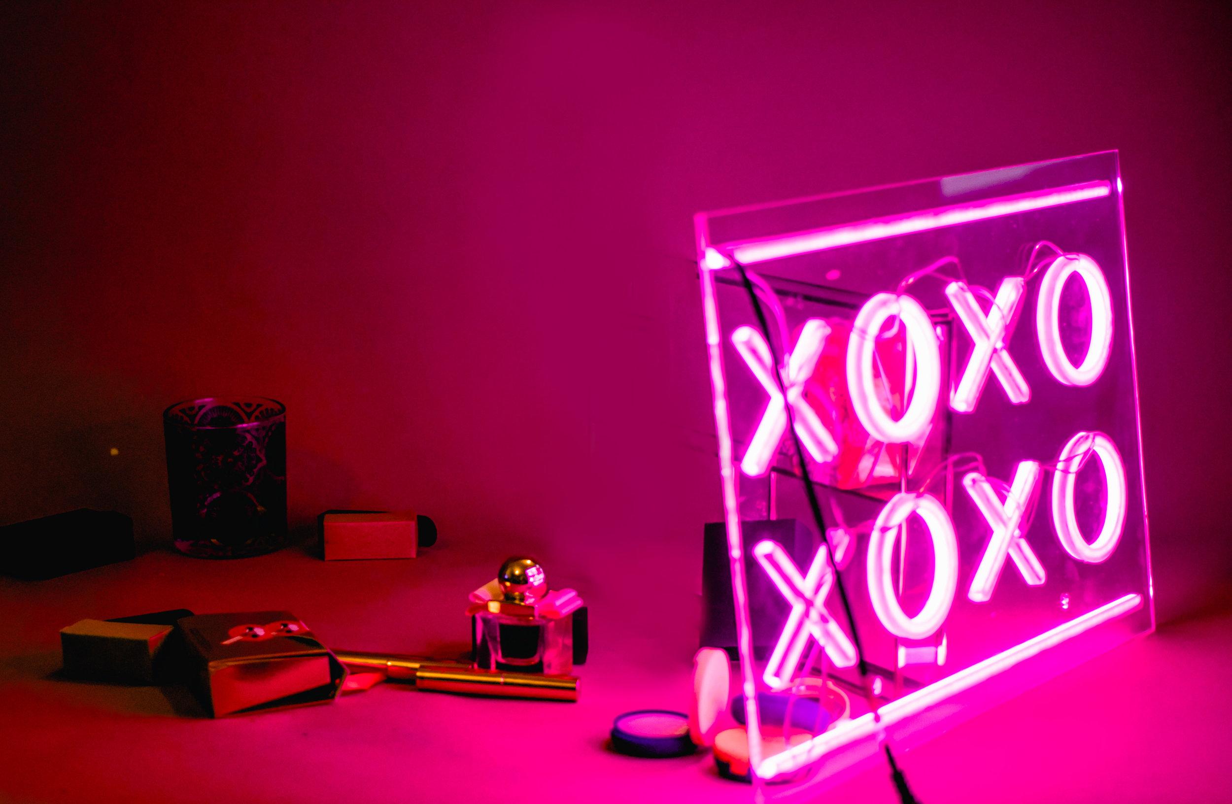 - Charlotte Tilbury- Mini Hollywood lipstick charmsBurts Bees - Bounty TrioFerragamo - SignorinaLypsyl - Mirror compactsLush- Slapstick foundation // Glow stick