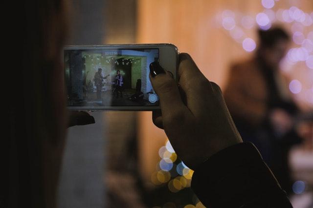 Zelfgemaakte video's in overheidscommunicatie: doen of niet doen? -