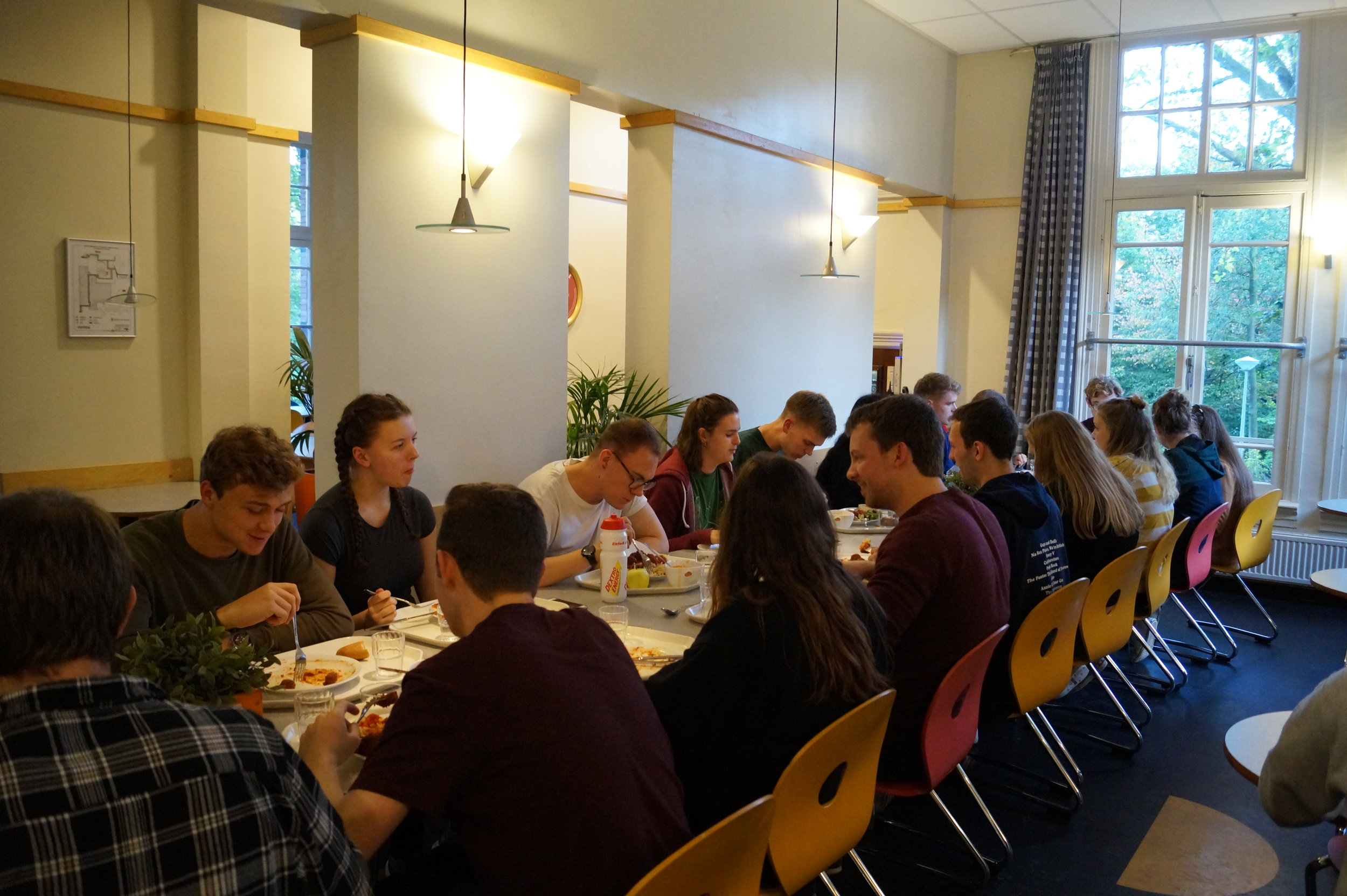 The team tuck in to their carb-loading meal on Saturday evening.