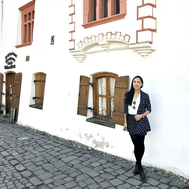 Sighisoara, Transylvania - my favorite city to get lost in. It's quaint and rich in history. It's also where Vlad Tepes (the famous Dracula) was born. #biteme 🧛♂️ • Outfit: thrifted (except for the shoes) 👌 • #minimalistblogger #ethicalfashionblogger #consciouslifestyle
