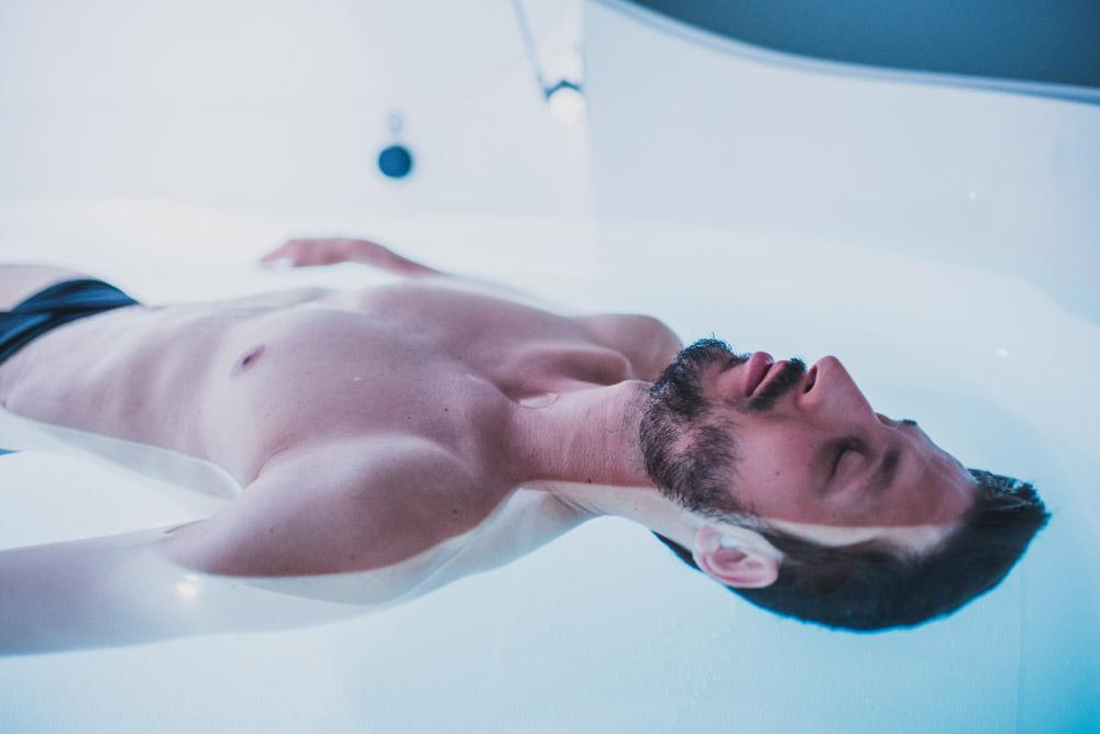 Votre corps est en apesanteur et votre esprit le suit… - Fermez les yeux, vous flottez !