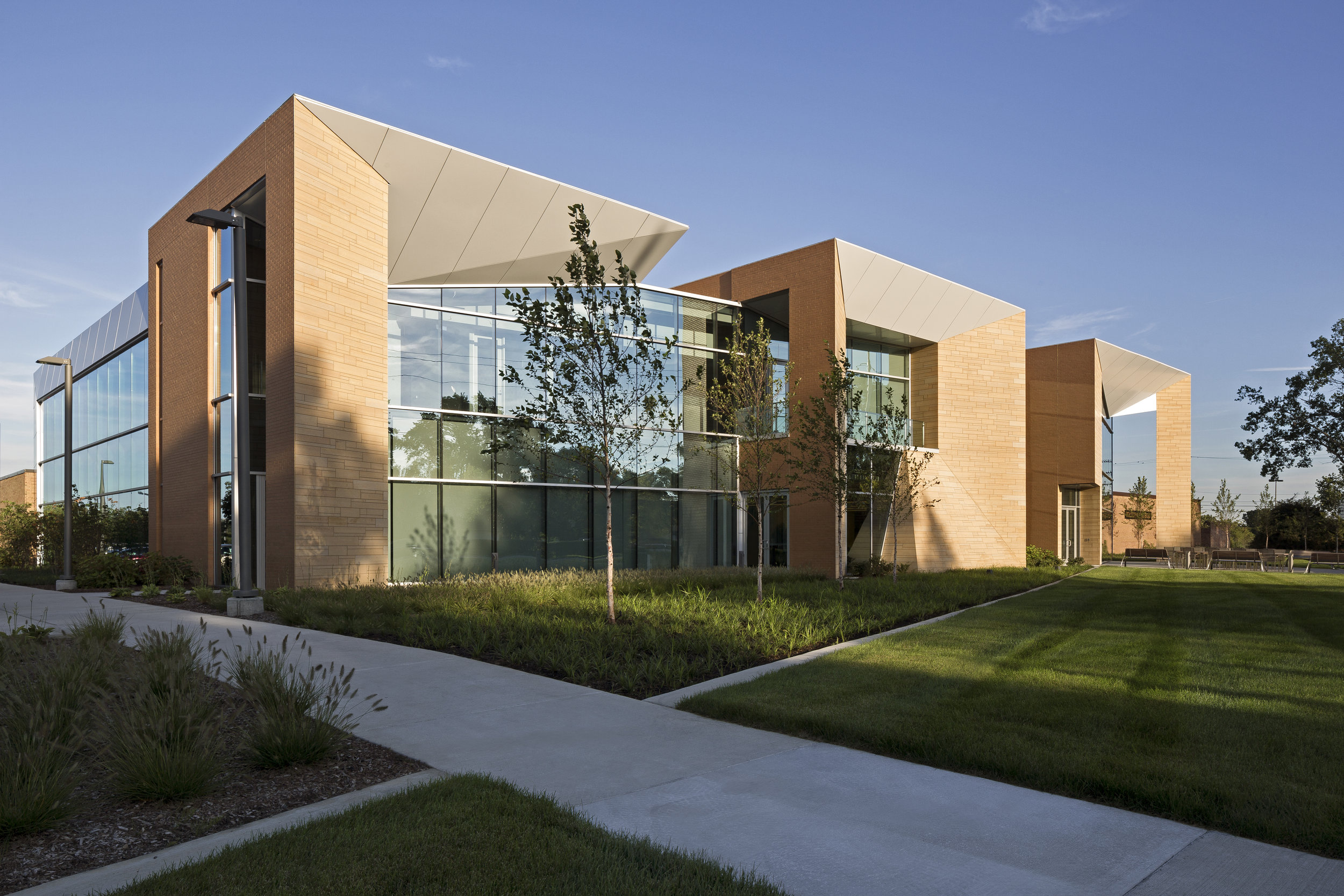 WalshCollege_JustinMaconochie_2208-E2-Large.jpg