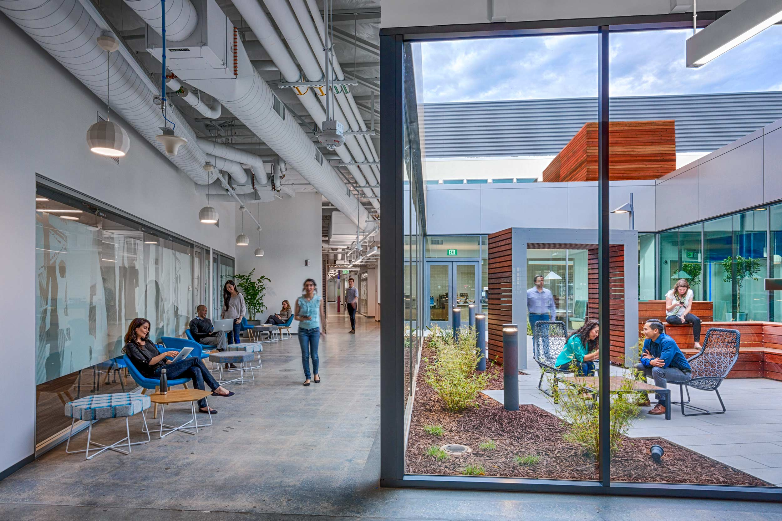 Courtyard, Java Corners, Sunnyvale, CA (Photo by Marco Zecchin)