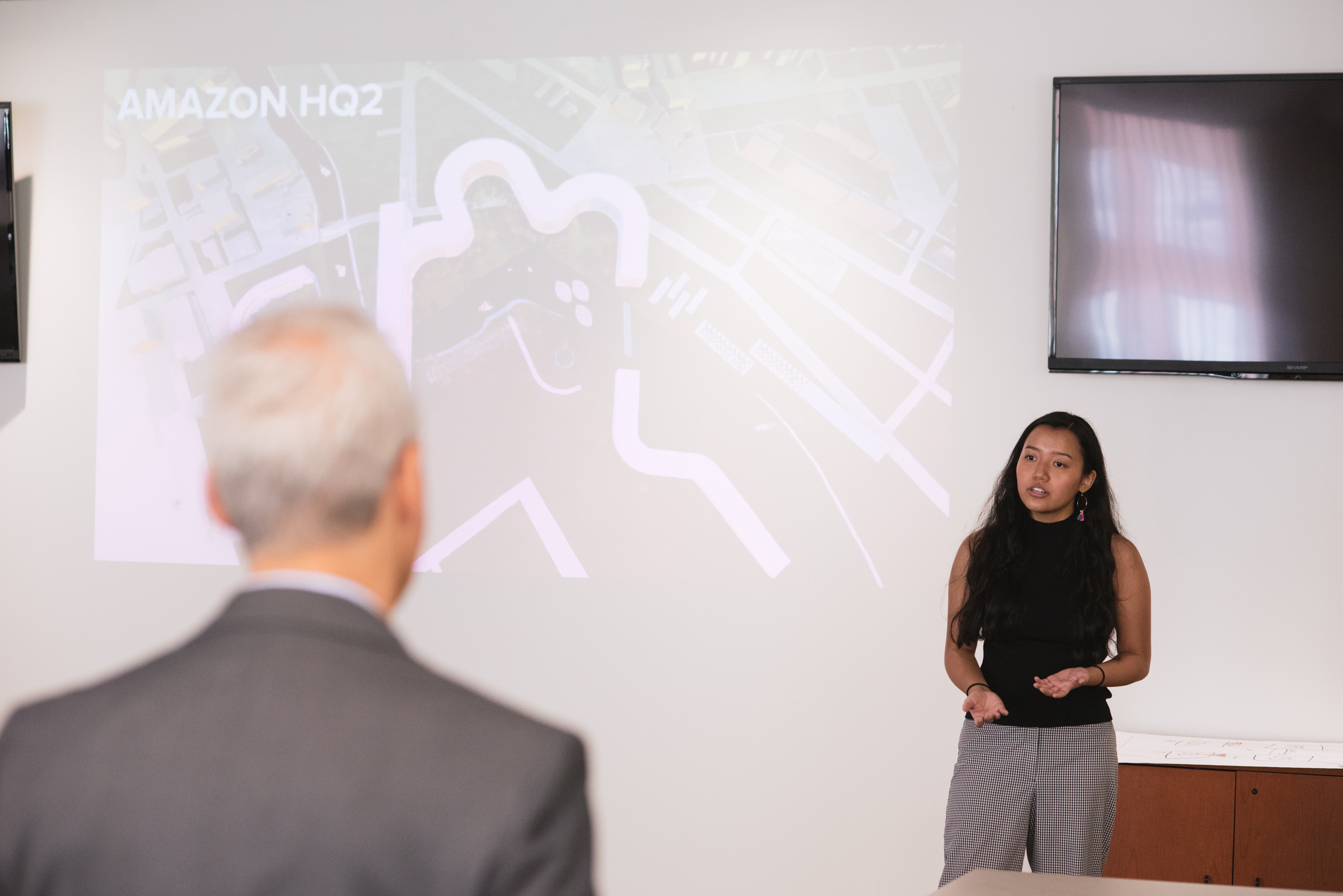 ACE student Liliane Tran presents vision for Amazon HQ2 to mayor Rahm Emanuel