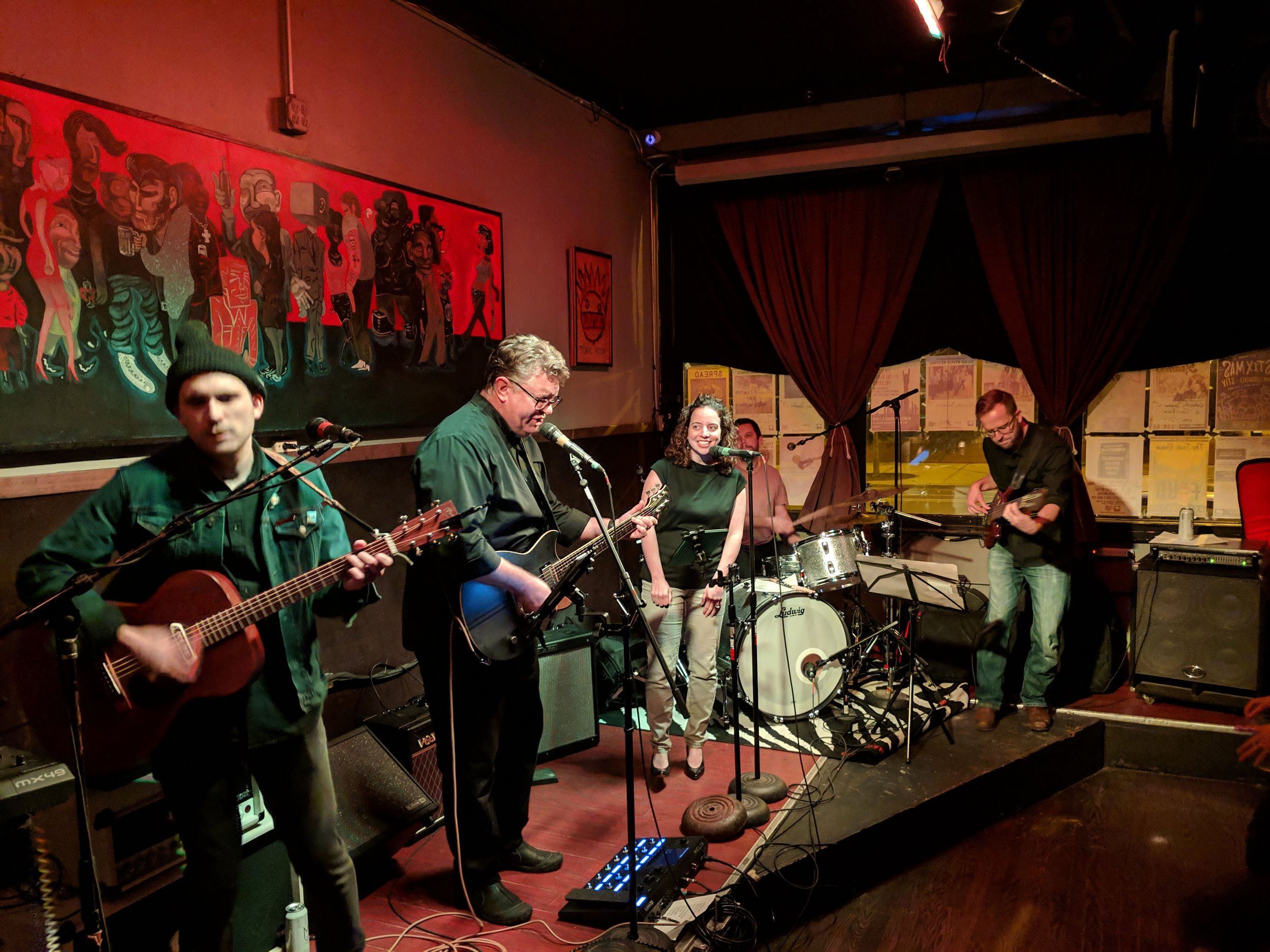 The Shims Plays a Live Show in Chicago