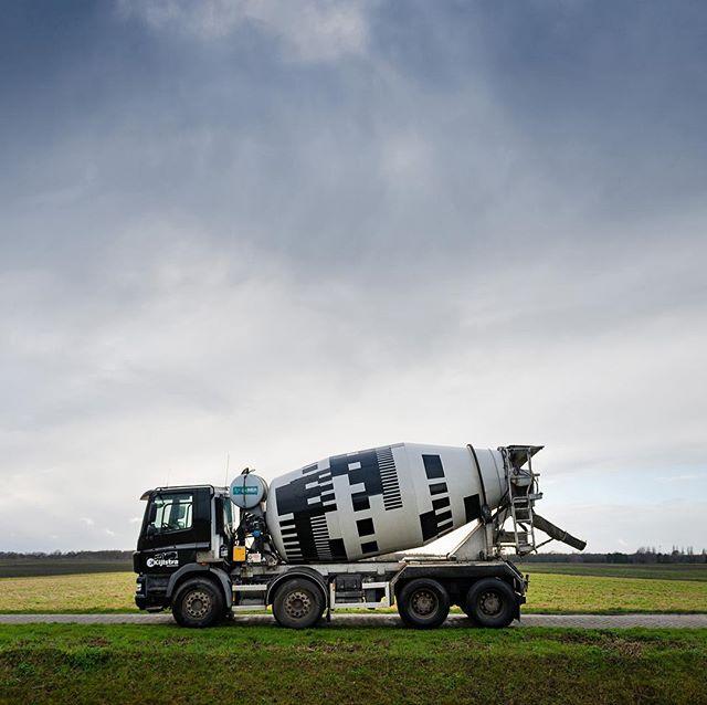 We did it! Our design and paint job for Kijlstra Betonmortel's concrete mixer. #kijlstrabetonmortel #betonmortelnederland  #novemberbravo #cementmixer #patterndesign #graphicdesign #betonmixer #trucks #vrachtwagens #daf