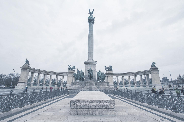Hősök tere  Budapest legkülönlegesebb és legnagyobb terét 1896-ban alakították ki, az állam 1000 éves fennállásának évfordulójára.    Információ  ||  Térkép