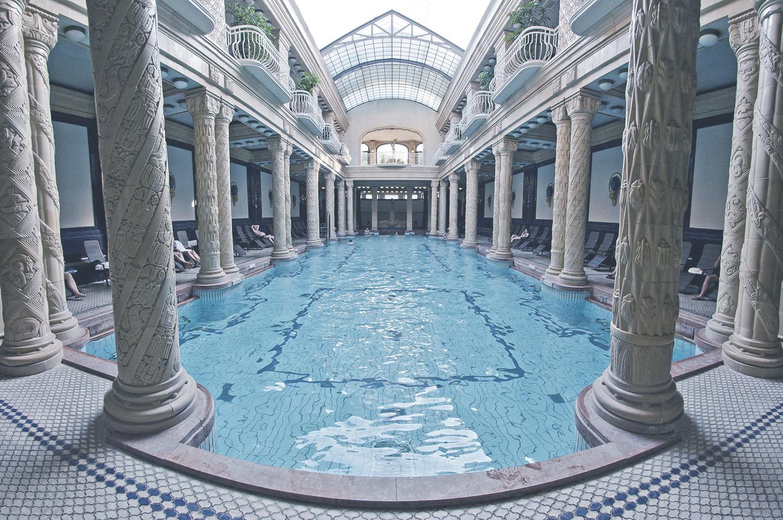 Gellért Fürdő  A legismertebb történelmi fürdő 1918-ban nyitotta meg csapjait. A pihentető fürdőzés mellett orvosi és szépítő kezelésekkel is várja vendégeit.    Információ  ||  Térkép