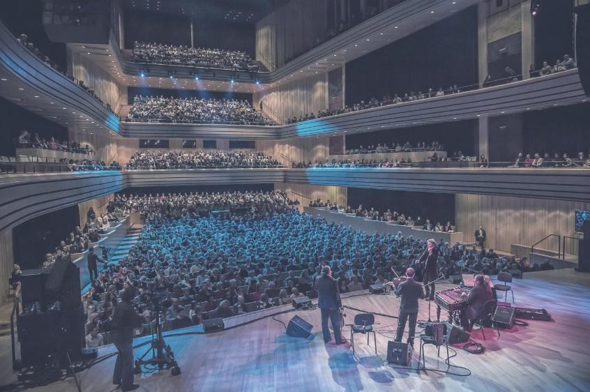 Művészetek Palotája (Müpa)  A koncerttermet Európa legjobbjai között tartják számon. Az épület maga számos nemzetközi építeszeti díjjal büszkélkedhet.    Információ  ||  Térkép
