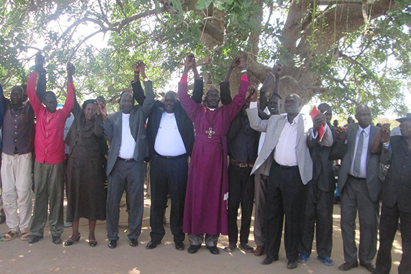 Communities previously in conflict join hands and pray together in Gogrial State.