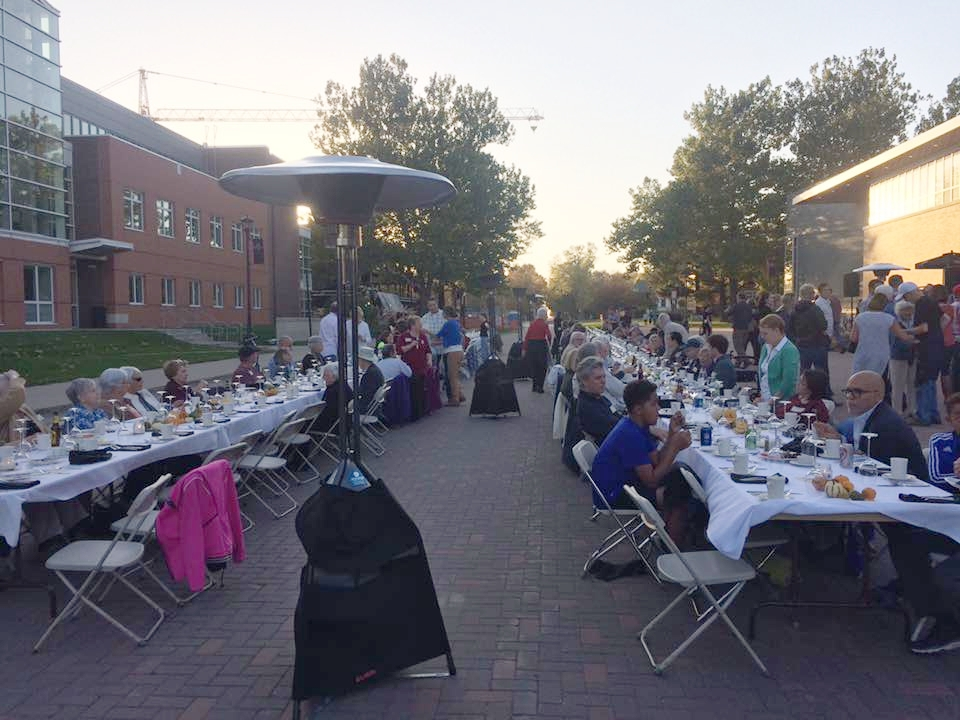 Local Foods Connection and the Grinnell Chamber of Commerce collaborated to bring a local foods dinner to the streets of Grinnell, October 2017.