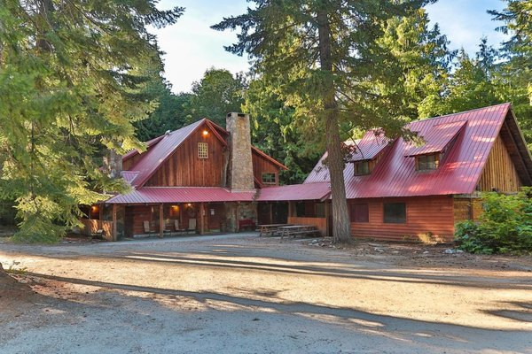 Airbnb - Rustic Pacific Northwestern Lodge