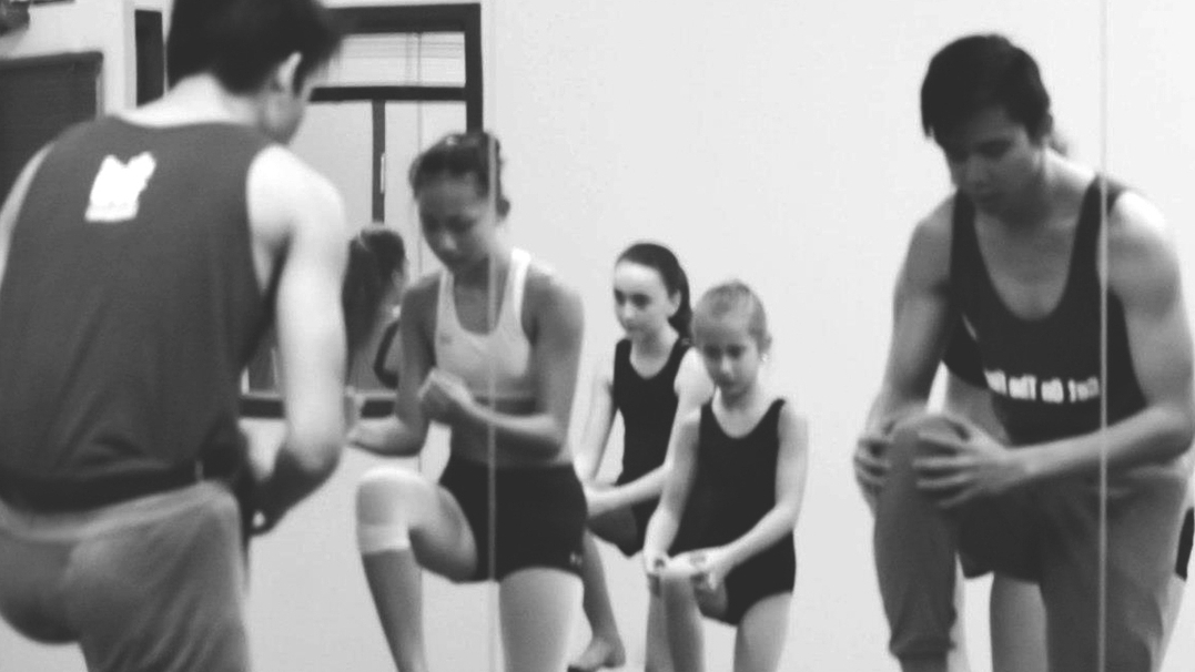 private classes - alvin OFFERs ONE-ON-one private coaching sessions to students who are interested in cultivating their dance vocabulary & discover their artistic potential.the sessions aim to help students support their goals & performance quality. CLICK HERE FOR MORE INFO