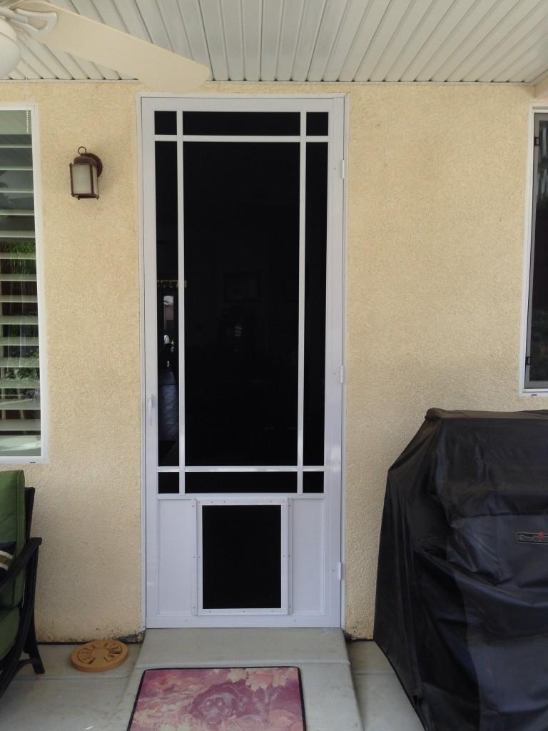 swingin-screen-with-pet-door-768x1024.jpg