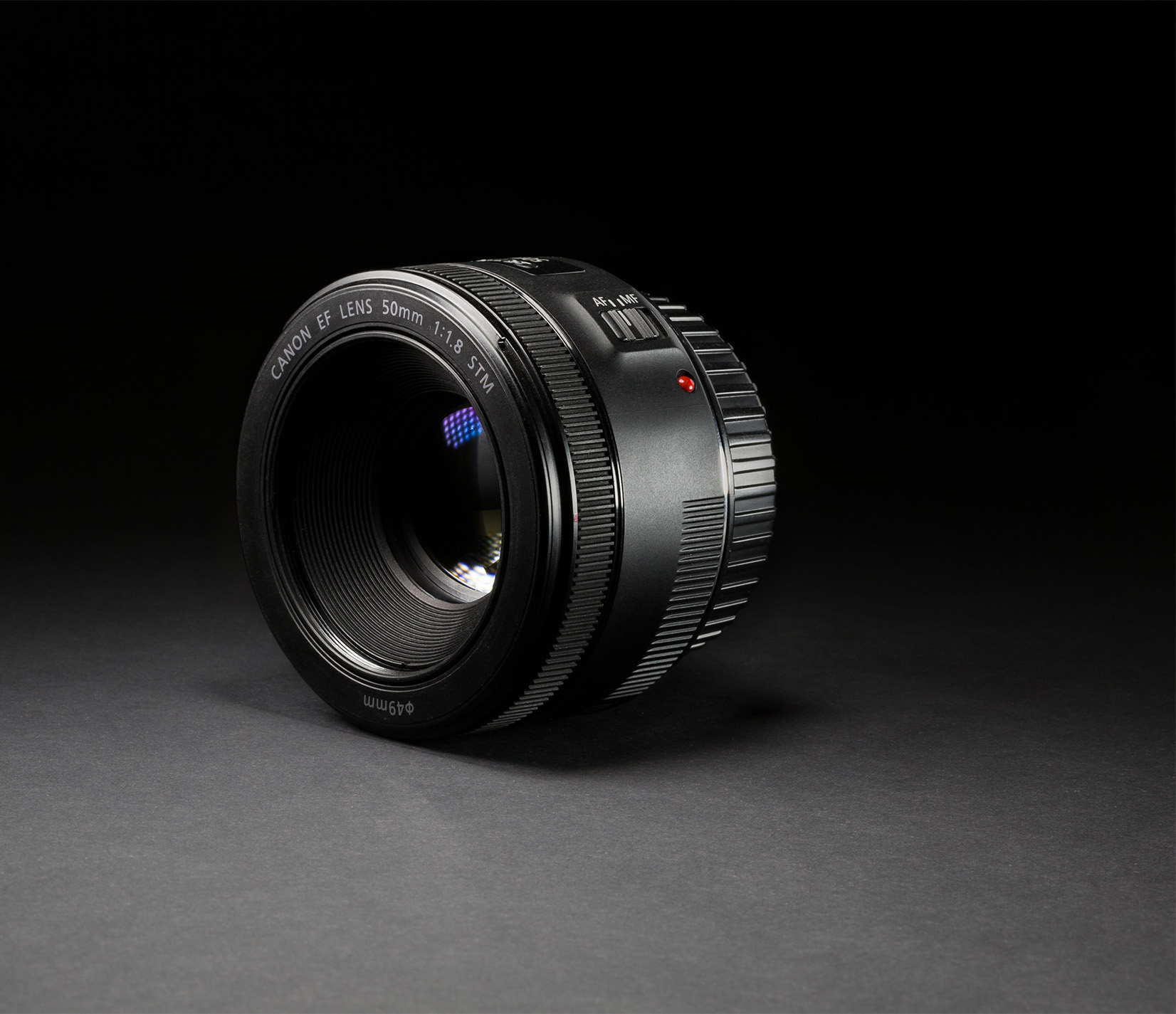 Canon EF 50mm F/1.8 STM - Egy alábecsült kis objektív ami szinte mindenre jó. Az elődjéhez képest minőségibb felépítéssel rendelkezik. A képalkotása jobb, mint az 50mm 1.4-es verziójának ami nem csoda, hisz már elég régi konstrukció. Videózáshoz is kitűnő darab.Bolti új ára: ~ 40.000 HufHasznált/import: ~ 30.000 Huf