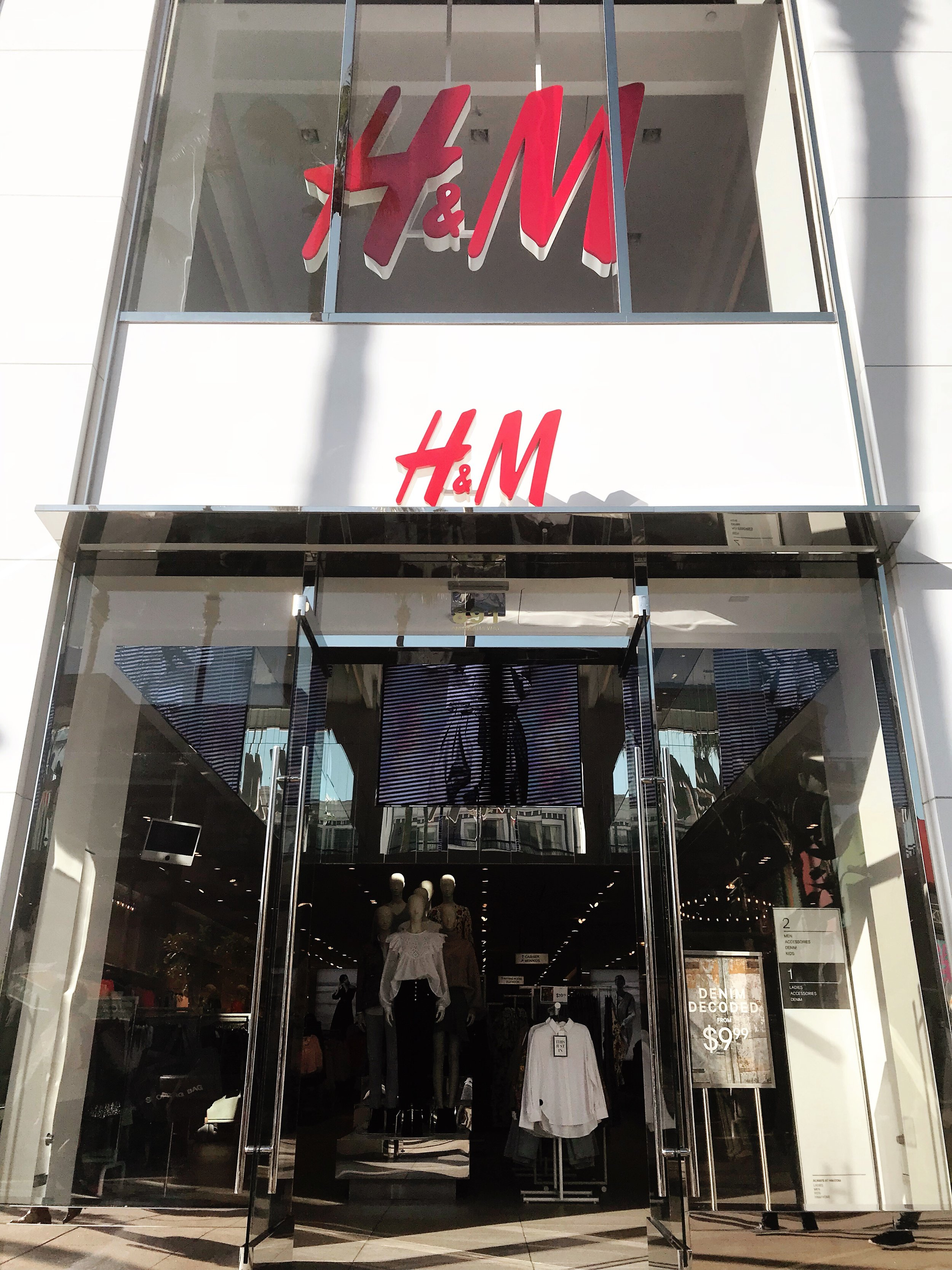 store front fast fashion h&m red sign