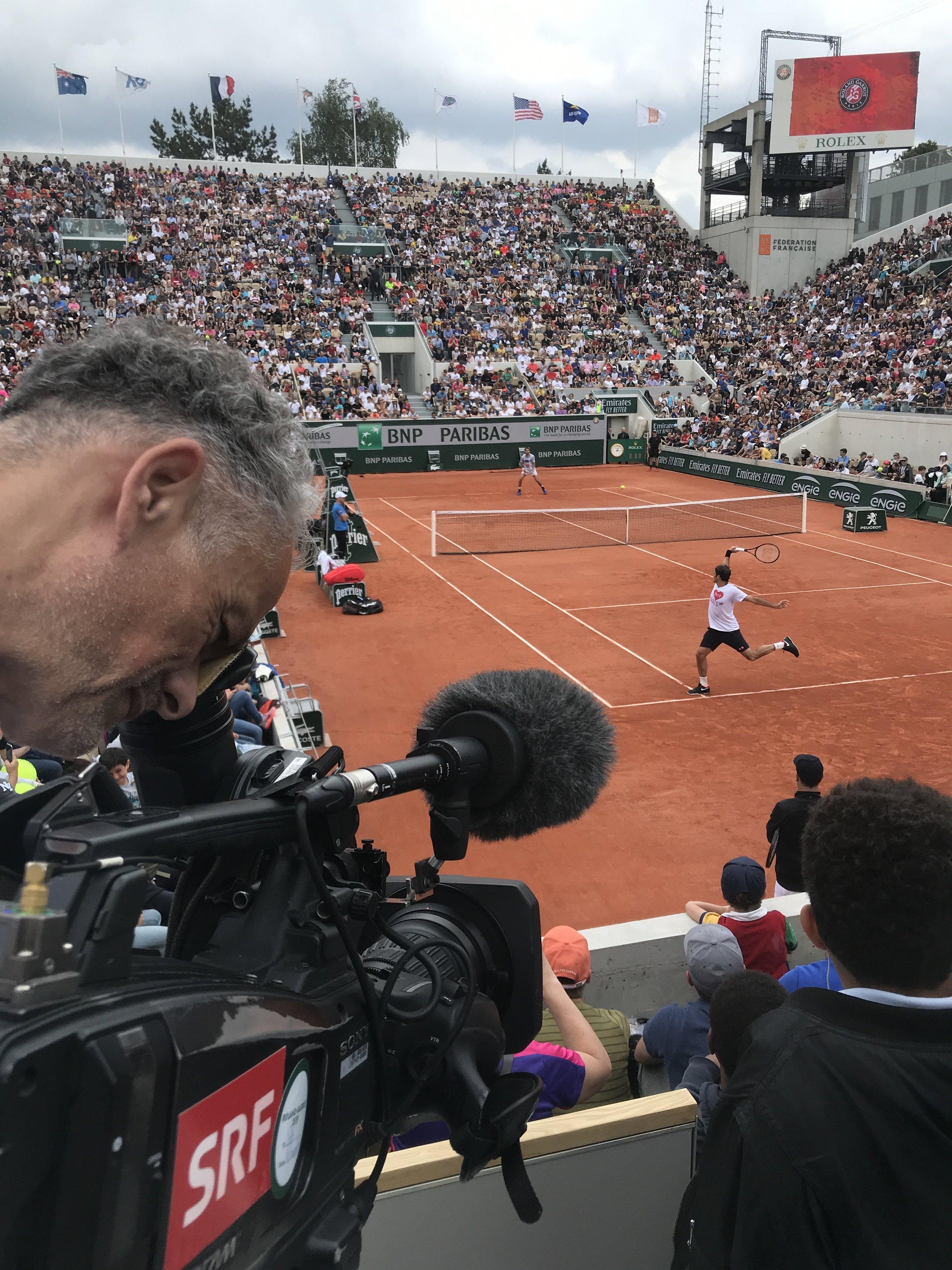 Kameramann Olivier Distel filmt Federer