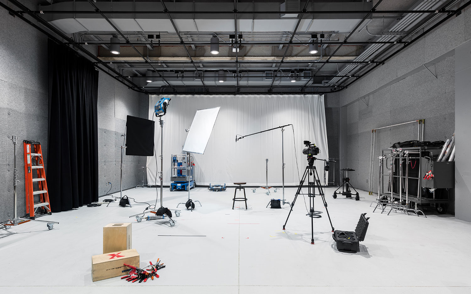 Soundstage — Black Box Studio for Full Scale Video Production