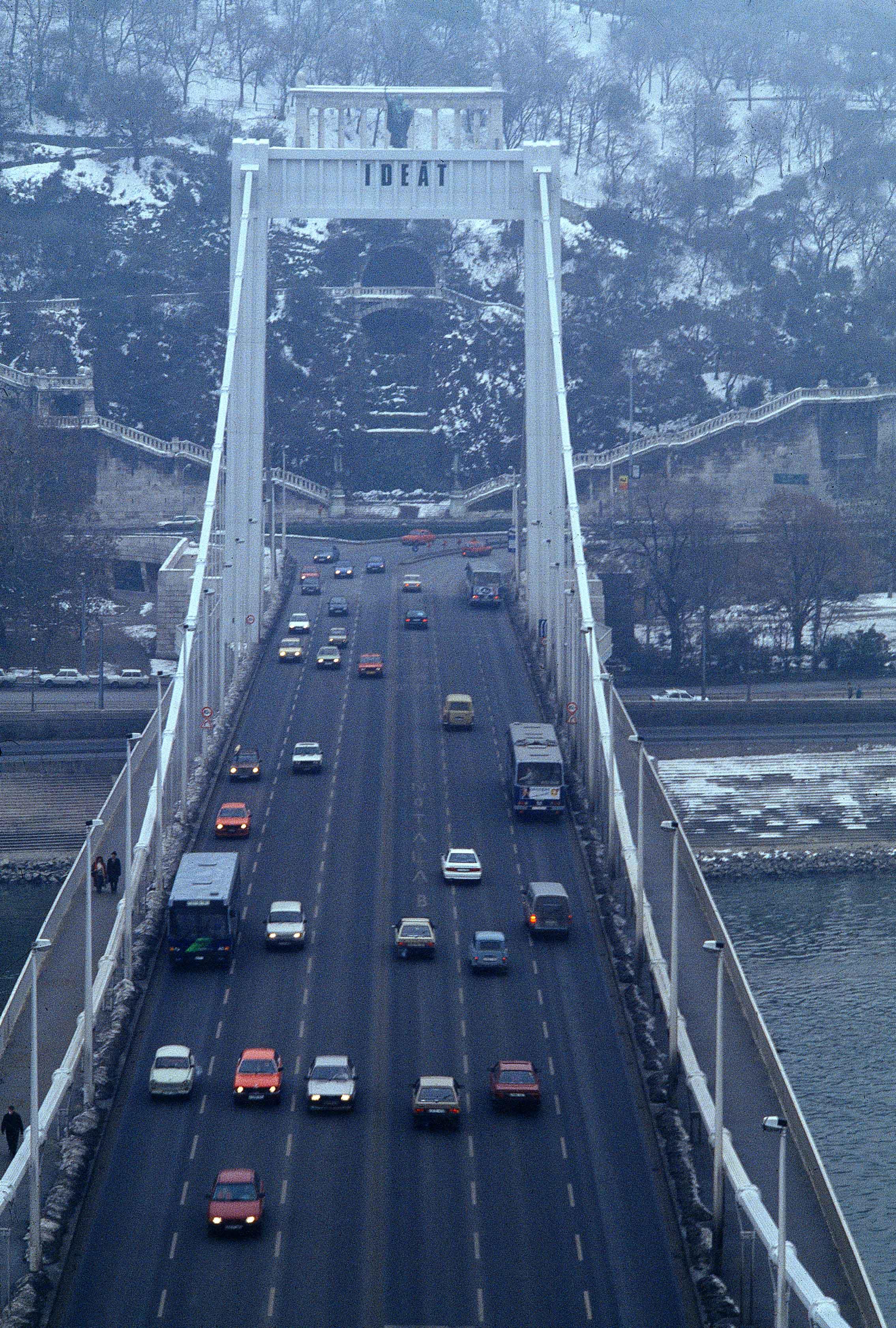 Directions Signs 1993. Elisabeth Bridge, Budapest
