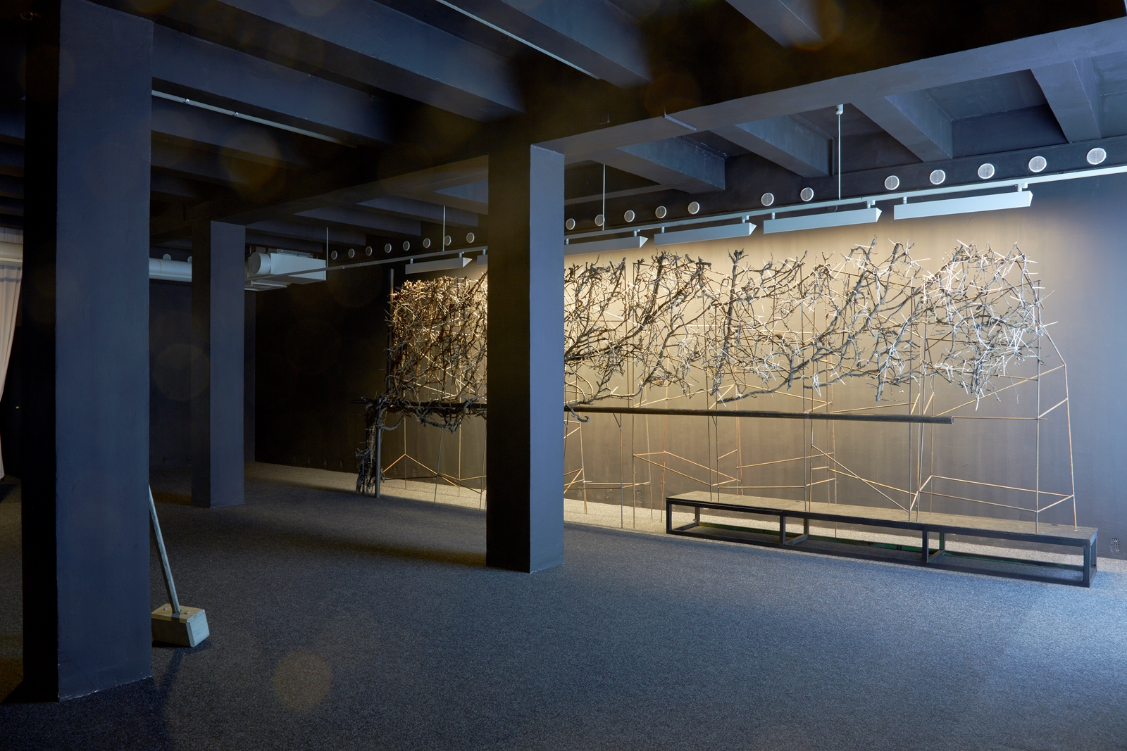 Finding 2014, ivy, reinforcing bar, metal, 713 x 285 x 70 cm, in Diorama, Trafó Gallery Budapest (H)
