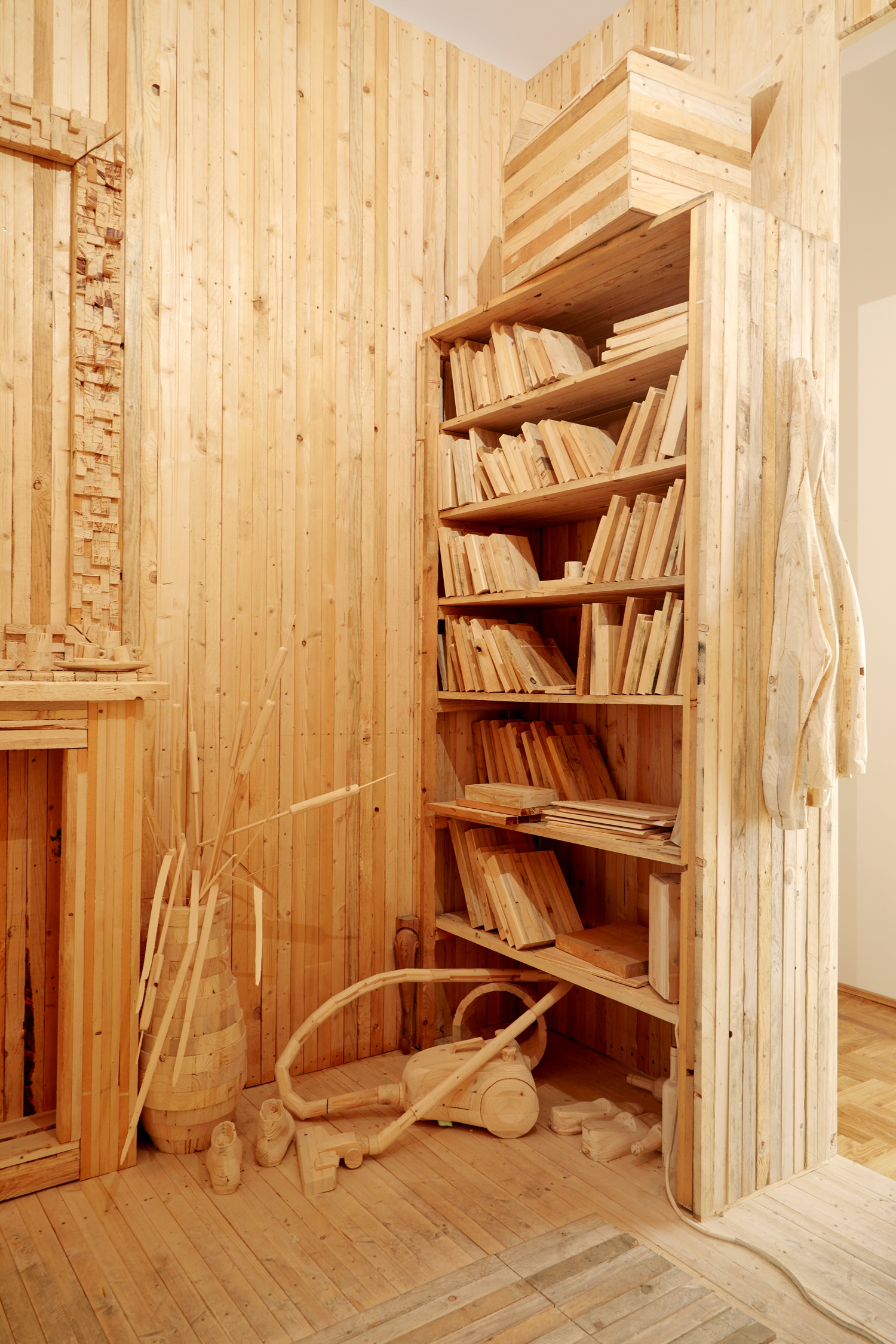 Desert 2017, installation, two rooms made out of wood,  350 x 445 x 950 cm (details)