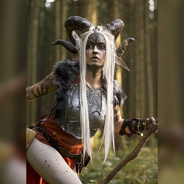 Hey guuuuys 💞 Here is another one of the faun shooting 😊... With a little less blood 😅 This evening we have a little crafting brake 🙈 cooking and gaming with our friends 😊 . . . Picture by @js.digital.arts . . . #faun #cosplay #costume #fantasy #cosplaygirl #magic #falcon #falconcosplay #falconartwork #horns #selfmade #foam #foamsmith #hooves #Hoovefetish #cosplayhorns #fantasyphotography #fantasymakeup #darkmakeup #goth #nordicsisterhood #nordic #wig