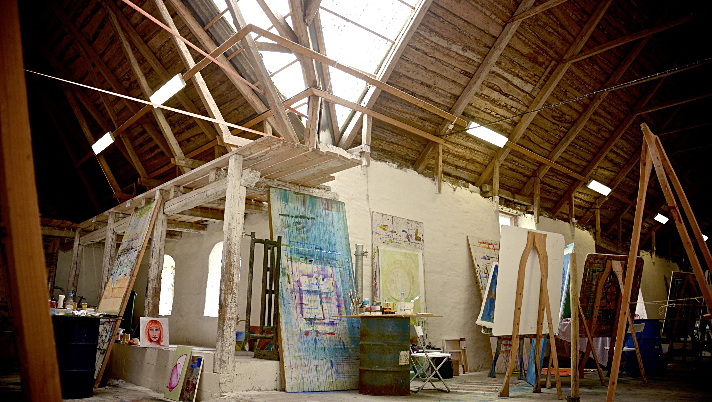 Enetri, one of our light and beautiful countryside barns where students are painting during summer courses.